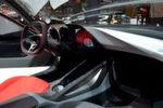 Der Future-Opel von innen – Die Bedienung erfolgt schalterlos über ein Touchpad und Sprachsteuerung.