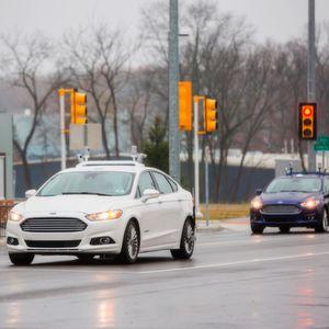 Ford wird dieses Jahr seine Flotte von autonom fahrenden Entwicklungsautos um 20 Fusion Hybrid-Limousinen erweitern. Künftig sind somit über 30 Ford Fusion Hybrid-Testträger auf den Straßen in Kalifornien, Arizona und Michigan unterwegs.