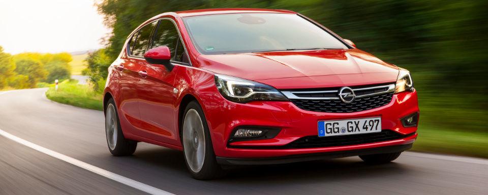 Beim Blick auf den neuen Astra beweist der deutsche Automobil-Traditionalist frische Ideen für eine dynamische Linienführung. Technisch kann der Wagen fast überzeugen. Abstriche gibts beim Licht und der Übersichtlichkeit.