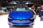 Das Model X verfügt über 967 Newtonmeter Drehmoment in der Performance-Version P90D und rast mit dem Beschleunigungs-Upgrade in 3,4 Sekunden auf 100 km/h.