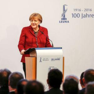 Bundeskanzlerin Dr. Angela Merkel würdigte in ihrer Festrede die Rolle des Chemiestandortes Leuna für die mitteldeutsche Region als ein Symbol für Fortschritt und Entwicklung.