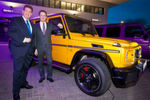 Markus Bauer (l.), Leiter des neuen Pkw Standorts Bremen und Bernd Zierold, Mercedes-Benz Vertriebsdirektor Pkw Nord, eröffneten den modernen Musterbetrieb.