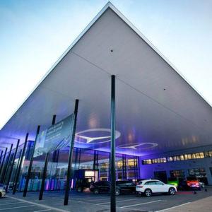 Der Neubau des Mercedes-Benz-Standorts der Pkw Vertriebsdirektion Nord in Bremen hat einen zweistelligen Millionenbetrag gekostet und soll mehr als 300 Mitarbeiter beschäftigen.