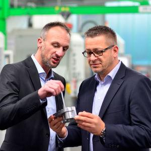 Firmeninhaber Michael Erletz mit Dirk Gellermann, der seit November 2015 als Vertriebsleiter die Geschäftsführung erweitert.