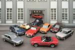 BMW-Modellhighlights aus dem Werk München (v. li.): BMW 3er E21, BMW 3er E46, BMW Isetta, BMW 502, BMW 3er E30, BMW 507, BMW 2002, BMW 3er E36, BMW 2000 Neue Klasse und vorne BMW Z8.