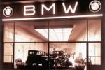 BMW wird Automobilhersteller: hier ein Verkaufsraum in Berlin im Jahr 1929.