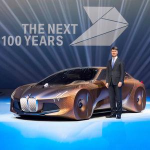 """Zur Feier des Tages präsentiert BMW ein Concept Car, das auf den etwas profanen Namen """"Vision Next 100"""" hört."""