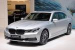 BMW zeigt zudem erstmals die Plug-in-Hybrid-Version des neuen 7er. Der 740e i-Performance hat eine Systemleistung von 326 PS und ist auch als Langversion und mit Allradantrieb zu haben.