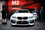 BMW präsentiert in Genf erstmals sein neues Sportmodell in der Kompaktklasse. Nachdem BMWs kompaktes Coupé jetzt als 2er firmiert, darf es mit dem M2 auch wieder ein echtes M-Modell geben.