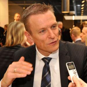 Peter van Binsbergen, Vertriebsleiter Deutschland bei BMW, freut sich über ein gutes Großkundengeschäft.