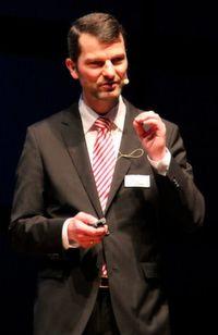 Georg Blum ist Gründer und Geschäftsführer der Unternehmensberatung 1A Relations, Vorstandsmitglied im Deutschen Dialogmarketing Verband e.V., Vorsitzender des Councils CRM sowie Lehrbeauftragter an verschiedenen Hochschulen sowie Dozent der DDA.