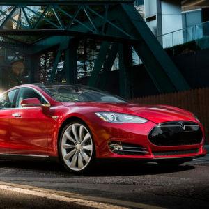 Tesla: Autopilot hielt Lkw-Anhänger für ein Schild