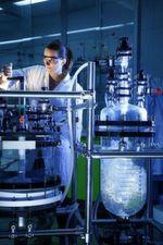 Mit Filtration werden Produkte isoliert und gereinigt.