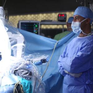 Chirurgen lassen sich immer häufiger von Robotern im Operationssaal helfen