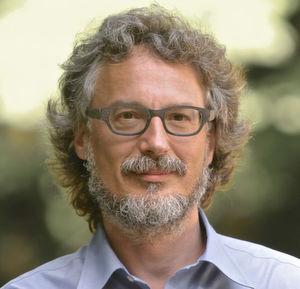 Prof. Dr. Tobias Hartmann koordiniert das internationale Alzheimer-Forschungsprojekt.