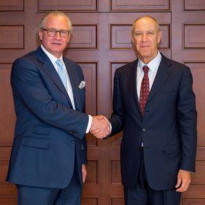 Stefan Oschmann, stellvertretender CEO und stellvertretender Vorsitzender der Geschäftsleitung von Merck (links) und Francis Gurry, General Director von WIPO (rechts).