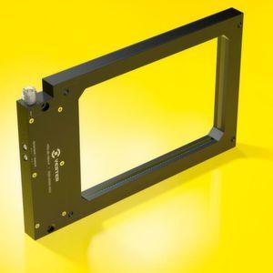 Als typische Anwendungsszenarien bietet sich die PRX-Lichtschranke zum Beispiel für die Auswurfkontrolle und das Zählen von Kleinteilen an Stanzwerkzeugen an.