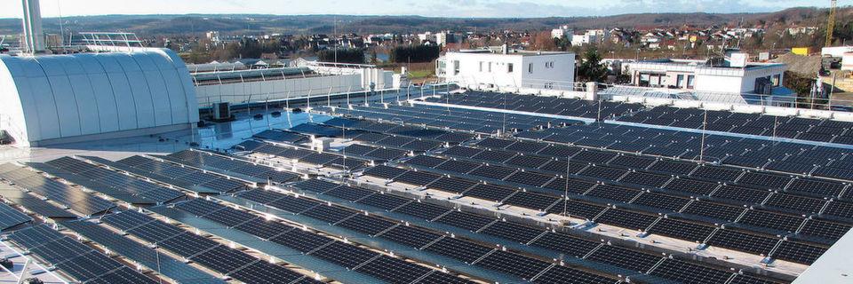 Faulhaber hat auf einer Fläche von 928 Quadratmetern eine Solaranlage an ihrem Standort in Schönaich installiert. Die Stromerzeugung wird laut Unternehmen zu 100 % für den Eigenbedarf genutzt.