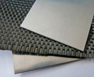 Das Fügen von Carbonfasergewebe mit über der Solidustemperatur liegendem Aluminium ist ein aktuelles Forschungsprojekt am Institut für Umformtechnik (IFU) an der Universität Stuttgart.