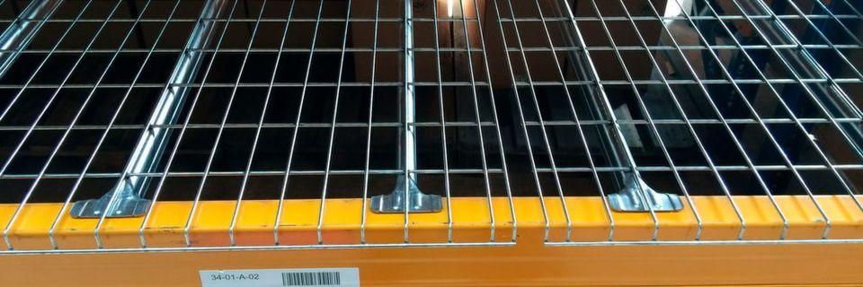 Die Gitterböden von Lagertechnik Hahn & Groh verfügen über Traglasten von bis zu 1 t je Gitterrost.