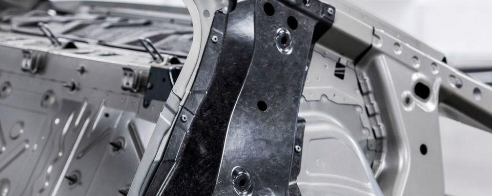 Ausgezeichneter Automobil-Leichtbau: Altair und das Center for Automotive Research verleihen gemeinsam den Enlighten Award.