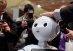 Faszinierend und unheimlich zugleich: Der humanoide Roboter Pepper zeigte sich dem Publikum von seiner freundlichen Seite.
