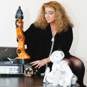 Prof. Sabina Jeschke, Innahberin des Lehrstuhls für Informationsmanagement im Maschinenbau an der RWTH Aachen, stellte die Grundzüge des Projekts vor.