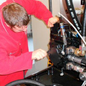 Die Effektivität einer Baumaschine steht und fällt mit der Qualifikation der Menschen die sie hegen und pflegen.