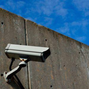 """Die D.A.S. Rechtsschutz Leistungs-GmbH (D.A.S. Leistungsservice) hat drei Gerichtsurteile zum Thema """"Überwachung am Arbeitsplatz"""" zusammengestellt."""