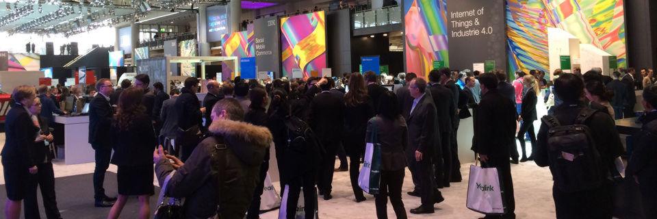 Ein Bild wie aus alten Tagen: Volle Stände und ein äußerst interessiertes Publikum wie hier bei IBM.