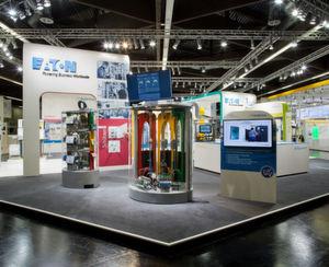 Eaton und Nissan haben eine Einheit entwickelt, die verschiedene Aspekte der Energiespeicherung und Steuerung in einem System vereint: Das Energiespeicher- und Steuerungssystem wählt die richtigen Stromquellen entsprechend der Last, der Netzbeschränkungen und der Verfügbarkeit von erneuerbaren Energien.