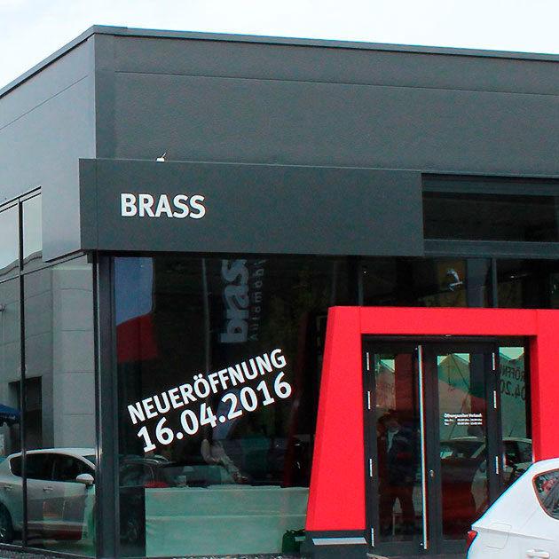 brass-gruppe expandiert mit seat
