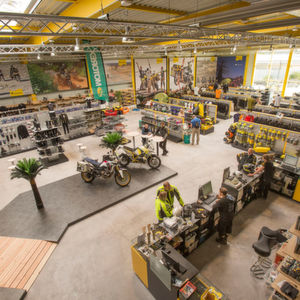 Touratech: Neuer Shop, modernes Logistikzentrum