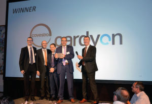 At the recent conference of EUROPUR, the European association of flexible polyurethane foam block manufacturers, Covestro received the Sustainability Award for CO2-based polyurethane components, which are marketed under the new brand name cardyon®. Project head Dr. Karsten Malsch (second from right) and his colleagues Dr. Lutz Brassat, Dr. Stefan Lindner and Matthaeus Gossner (from left) were very delighted about the award. On the right side is Jean-Pierre de Kesel (Recticel), a member of the jury.