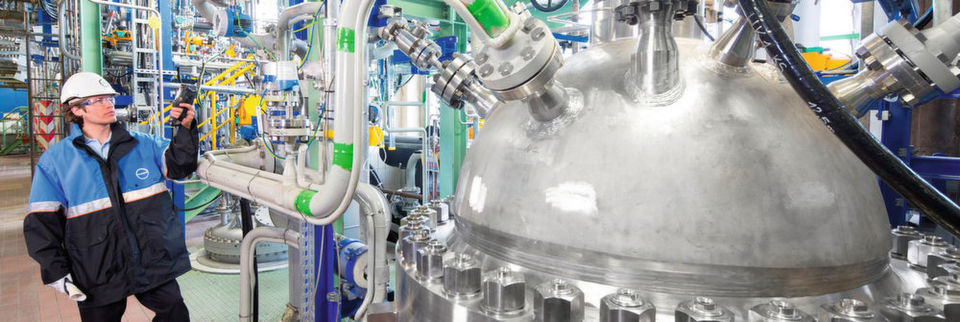 Carbon dioxide as new raw material: At this production plant in Dormagen, Covestro is now incorporating 20 percent CO2 into an important foam component.