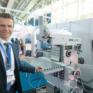Anton Gruber is not afraid of the Chinese key players. On the contrary: the Sales Manager of FPS Werkzeugmaschinen takes the offensive course. He had brought along a machine to demonstrate performance gap to the Chinese suppliers.