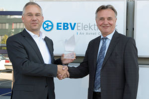 20 Jahre Partnerschaft (v.l.): Klaus Michel, GM Distribution Semiconductor Europe, Toshiba; und Slobodan Puljarevic, President und CEO, EBV Elektronik