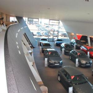 motor n tzel er ffnet neues automobilzentrum. Black Bedroom Furniture Sets. Home Design Ideas