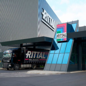 Up to 80 trucks leave Rittal's new Global Distribution Center in Haiger every day. The GDC features a high bay warehouse with 21,500 pallet positions and a small parts warehouse with 25,000 container positions.