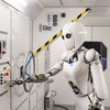 Lernfähige Software ermöglicht Robotern geschicktes Hantieren – selbst im Weltraum