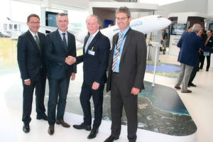 Stratasys und Airbus (v.l.): Amos Liebermann (Director Aerospace Strategic Accounts EMEA, Stratasys), Olivier Cauquil (Head of Material & Parts Procurement, Airbus), Andy Middleton (President Stratasys EMEA) und Mark Walker (VP Procurement Strategy and Governance, Airbus).