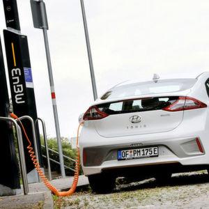 Hyundai: Start ins Elektrozeitalter