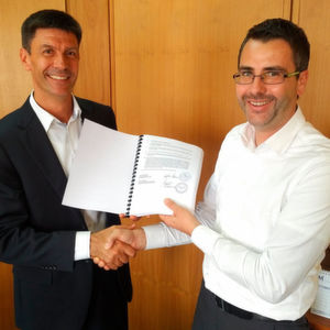 Gianluca Minicucci (right), Director of Seko Middle East FZE), and Sylvain Latuilerie (left), who will manage the new unit Lewa Nikkiso Middle East FZE.