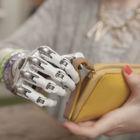 Diese künstliche E-Motor-Hand besitzt 14 verschiedene Griffmuster