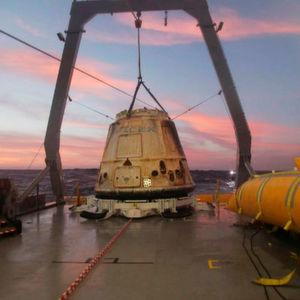 SpaceX plant 2018 Mondumrundung mit Weltraumtouristen