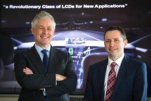 Neue Anwendungen für LC-Displays: David Woodward, President Sharp Devices Europe (SDE, links), und Graham Cairns, Executive Vice-President und Leiter des Entwicklungszentrums in Oxford.