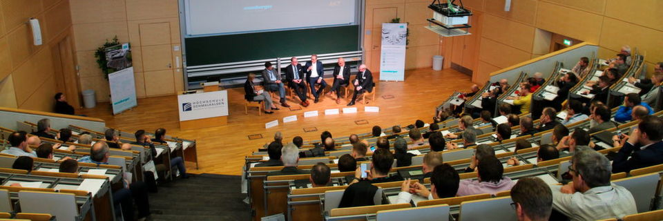 The experts of the panel debate discussed the opportunities and risks of internationalisation of regional tool and mould making.
