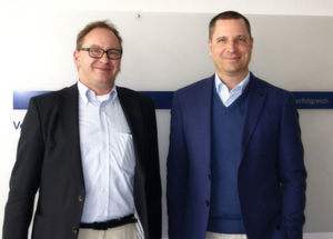 Jörg Henschel, Geschäftsführer von Metrix Consulting (li.) und Sven Langenfeld, Distribution PAM OEM und BDM Windows Server, Microsoft Deutschland (re.) nach der Diskussion bei IT-BUSINESS.