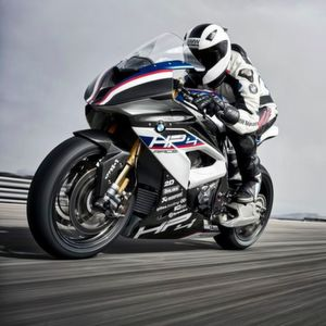 BMW HP4 Race: 171 Kilo, 215 PS