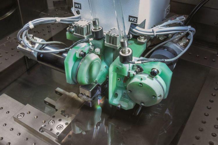 Die Drahterodiermaschine Agie Charmilles Cut 3000 S von GF Machining ...